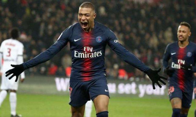 Kylian Mbappé fête l'un de ses buts face à Guingamp au Parc des Princes