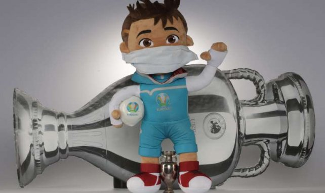 La mascotte de l'Euro 2020 « Skillzy » montre l'exemple