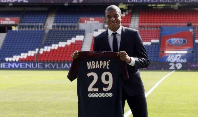 Le 31 août dernier, à 18 ans, Kylian Mbappé signait déjà son deuxième contrat pro