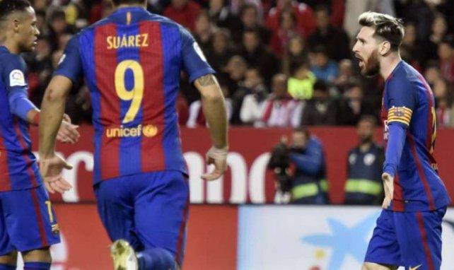 Le trio Neymar, Suarez, Messi fête le premier but du Barça contre Séville