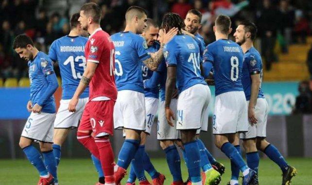 Les Italiens célèbrent le but de Marco Verratti face au Liechtenstein