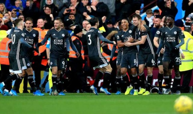 Les joueurs de Leicester célèbrent le but de Jonny Evans