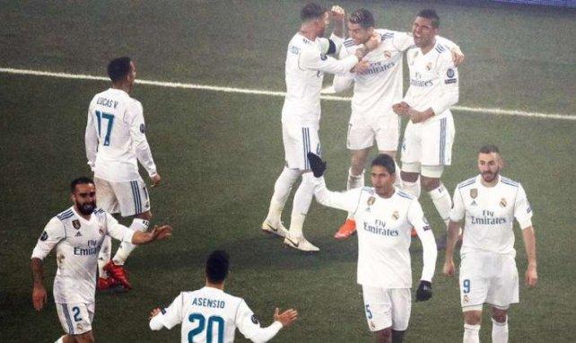 Les joueurs du Real Madrid se congratulent après un but contre le PSG en Ligue des Champions