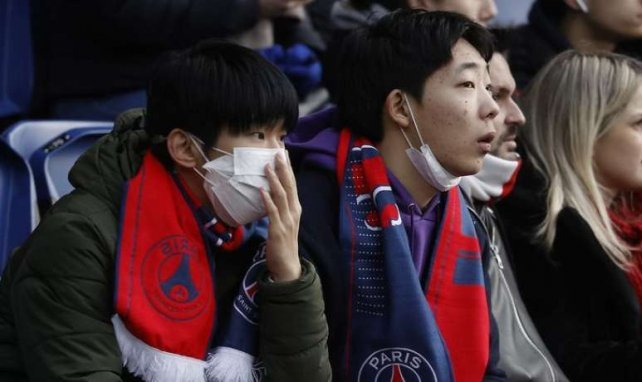 Les masques de protection contre le coronavirus étaient présents dans les tribunes du Parc des Princes samedi pour PSG-Dijon