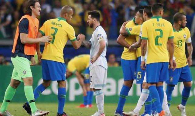 Lionel Messi sonné après la victoire du Brésil en demi-finale de la Copa América