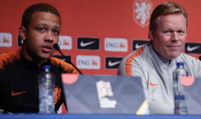Memphis Depay et Ronald Koeman lors d'une conférence de presse des Pays-Bas