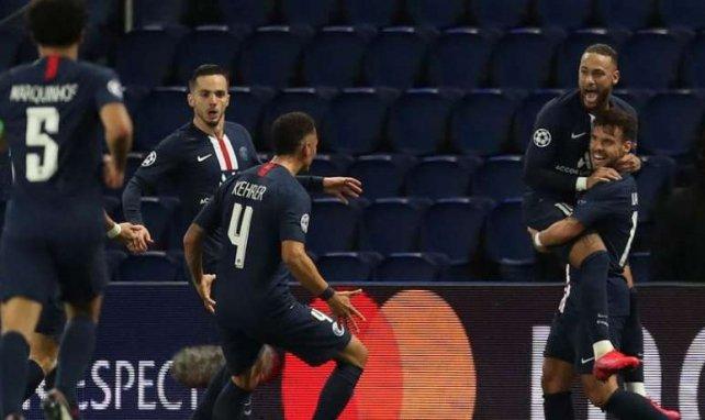 Neymar et Juan Bernat, fous de joie après le 2e but contre le BVB, rejoints par leurs coéquipiers