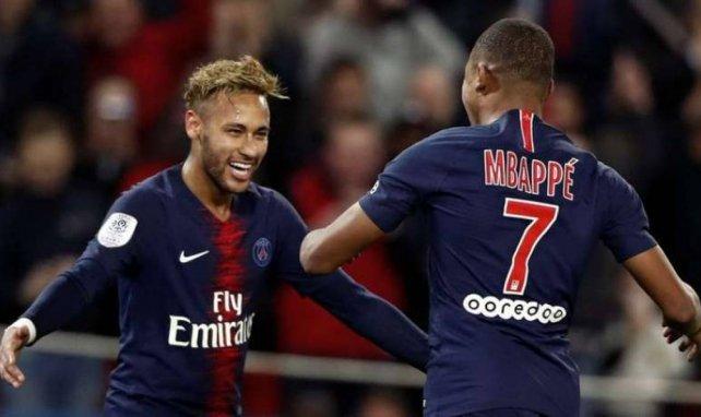 Neymar et Mbappé fêtent un but en Ligue 1