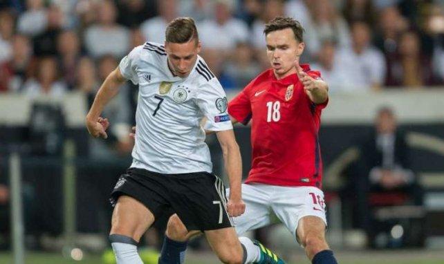 Ole Selnæs, ici face à l'Allemagne de Julian Draxler, risque gros pour sa carrière avec la sélection de Norvège