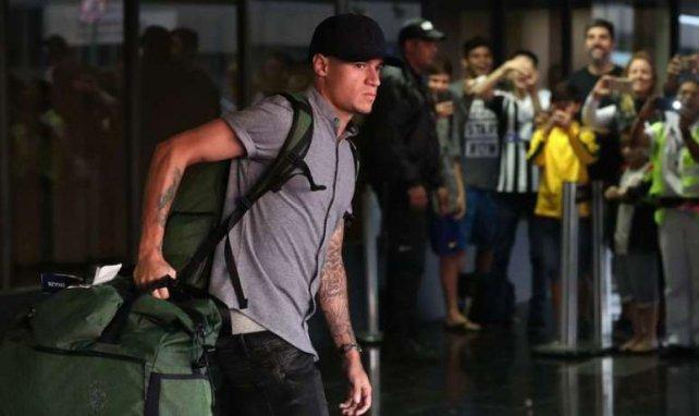 Philippe Coutinho arrivant avec la Seleção à l'aéroport de Rio de Janeiro