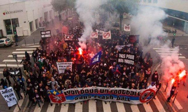 Plus d'un millier de supporters ont défilé à Lyon