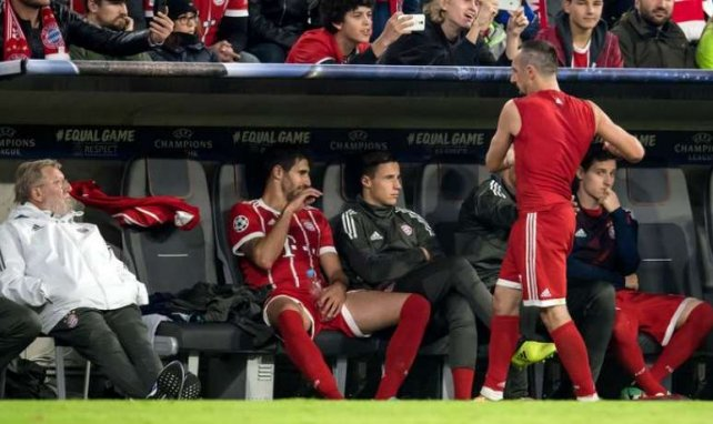 Ribéry jette son maillot, furieux après son remplacement, lors du match contre Anderlecht