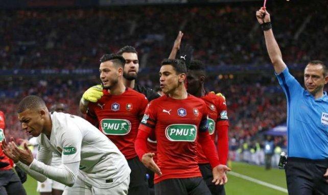 Ruddy Buquet expulse Kylian Mbappé lors de Rennes-PSG en finale de Coupe de France