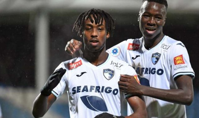 Tino Kadewere (au centre) enchaîne les buts