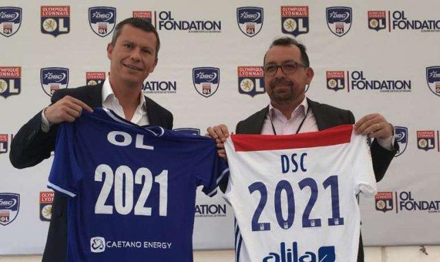 Vincent Ponsot (à gauche) lors de la prolongation du partenariat avec le Dakar Sacré Coeur (Crédits photos : OL)