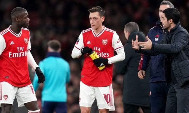 Arsenal : Mesut Özil réagit à sa mise à l'écart