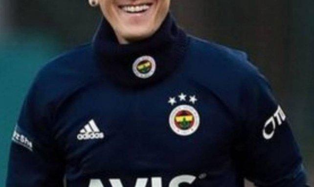 Pourquoi Mesut Özil portera le numéro 67 pour la fin de saison à Fenerbahçe ?