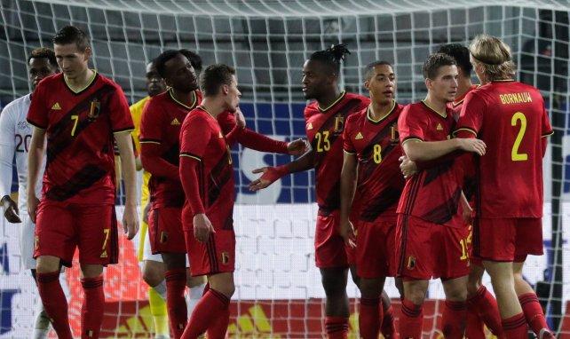 Les Diables Rouges félicitent Michy Batshuayi pour un but contre la Suisse