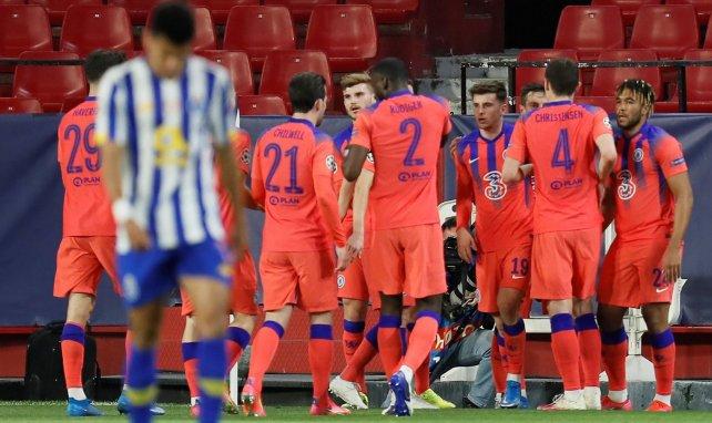 Mason Mount avec ses coéquipiers après son but contre le FC Porto