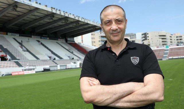 Mourad Boudjellal sur la pelouse du stade Mayol de Toulon