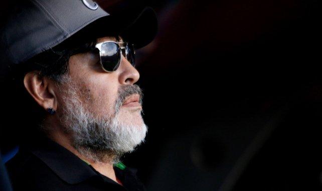 Argentine : l'émouvant hommage du président de la République à Diego Maradona