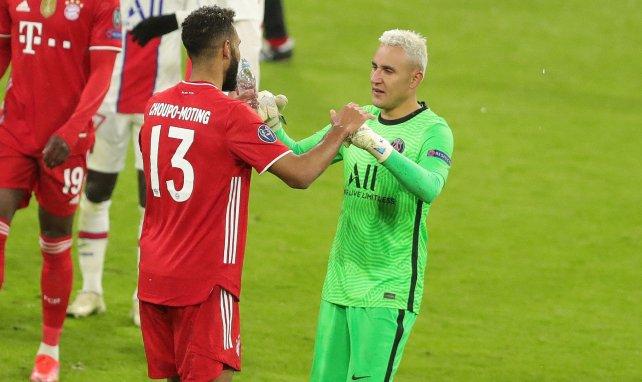 Keylor Navas salue Choupo-Moting après la victoire face au Bayern