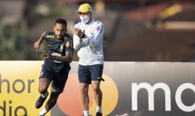 Neymar très concentré lors d'un entraînement en sélection