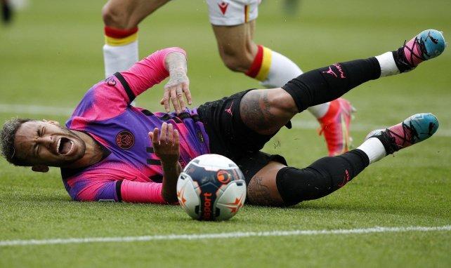 Neymar ici au sol lors de PSG-Lens