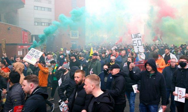 Les fans de Manchester United font entendre leur colère contre les Glazer à Old Trafford