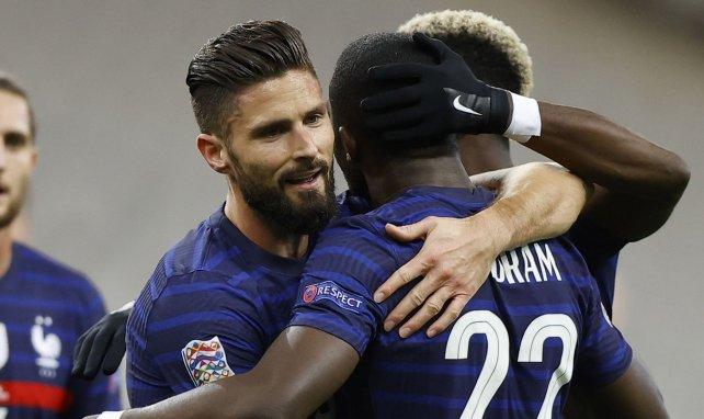 Olivier Giroud remercie Marcus Thuram pour sa passe décisive contre la Suède