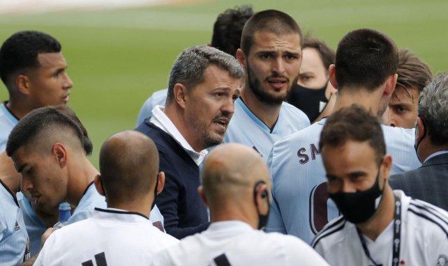 Óscar García parlant à ses joueurs