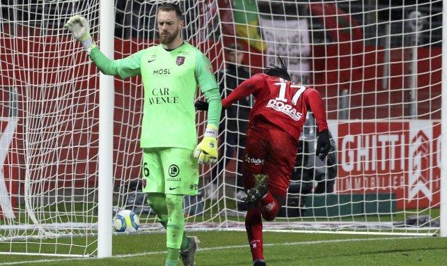 Alexandre Oukidja prolonge au FC Metz