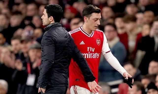 Arsenal confirme le départ de Mesut Özil à Fenerbahçe
