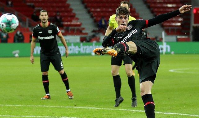 Patrik Schick torpille le Bayern d'une volée sublime.