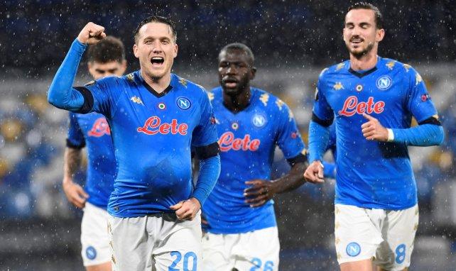 Piotr Zielinski (à gauche) célèbre son but pour Naples