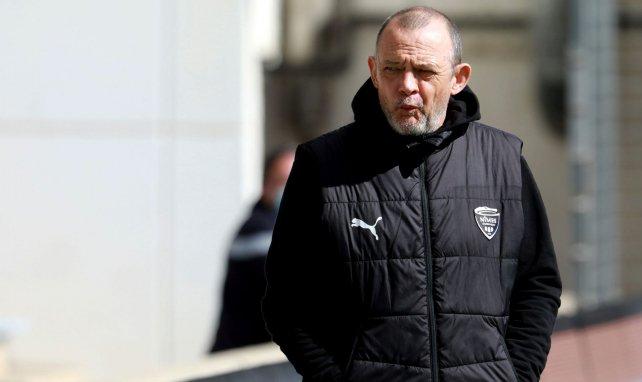 Ligue 1 : Nîmes écrase Metz et rêve encore du maintien, Strasbourg se complique la tâche en s'inclinant contre Montpellier