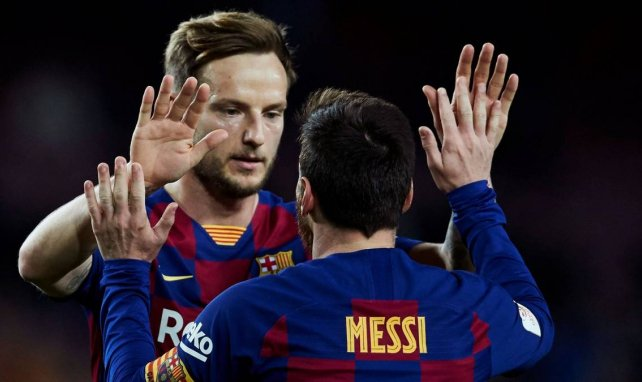 Ivan Rakitic célèbre un but avec Lionel Messi