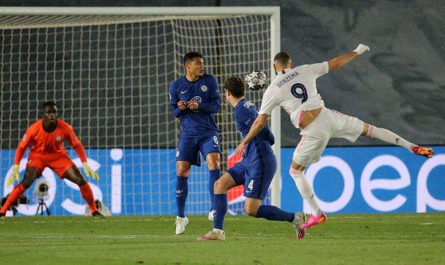 Karim Benzema a touché le poteau sur cette frappe face à Chelsea