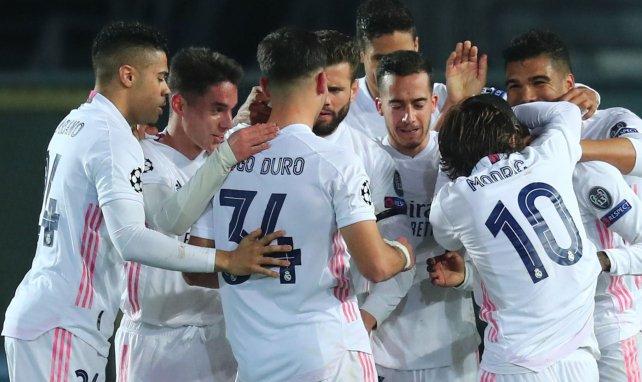 Les joueurs du Real Madrid célèbrent le but de Mendy
