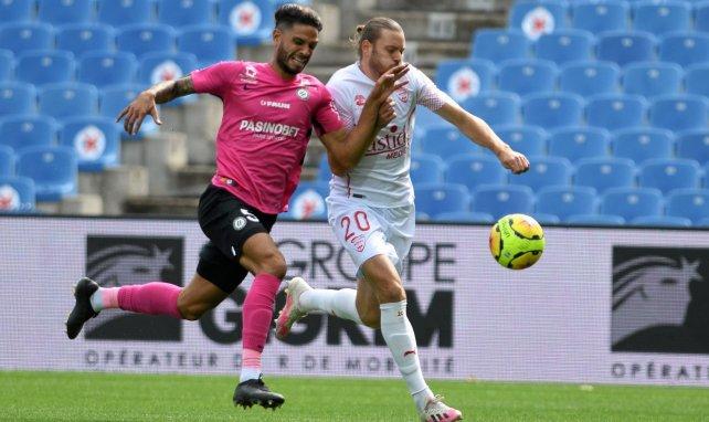 Renaud Ripart (à droite) au duel avec Pedro Mendes