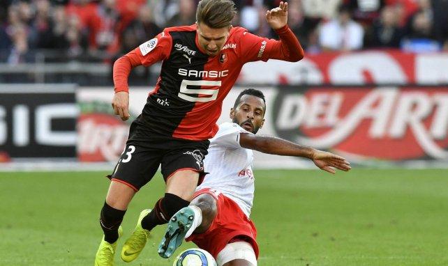 Alaixys Romao face à Adrien Hunou du Stade Rennais