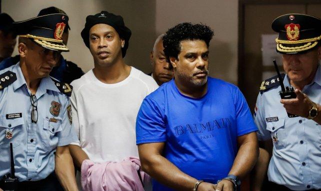 International : Maradona triste et solidaire avec Ronaldinho