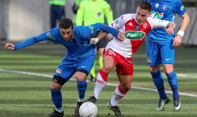 Ruben Aguilar en action lors d'un match de Coupe de France contre Grenoble