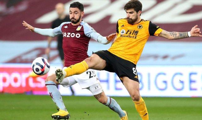 Ruben Neves (Wolves) à la lutte avec Morgan Sanson (Aston Villa) en Premier League