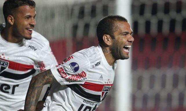 Dani Alves très courtisé au Brésil