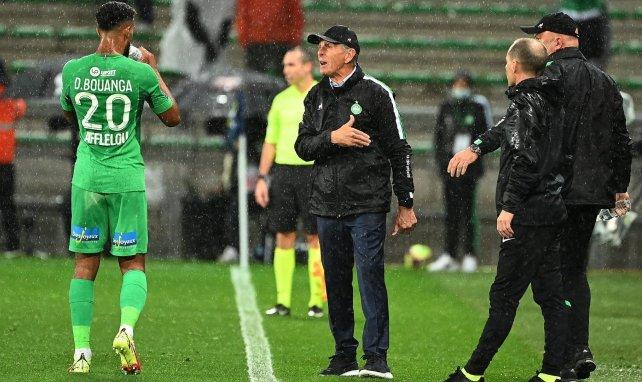 L'entraîneur de l'ASSE Claude Puel aux côtés de Denis Bouanga