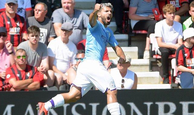 Sergio Aguero célèbre un but marqué en Premier League avec Manchester City
