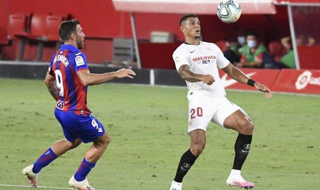 Diego Carlos en action avec le Séville FC