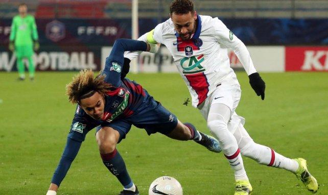 Neymar résiste à Alexis Beka Beka
