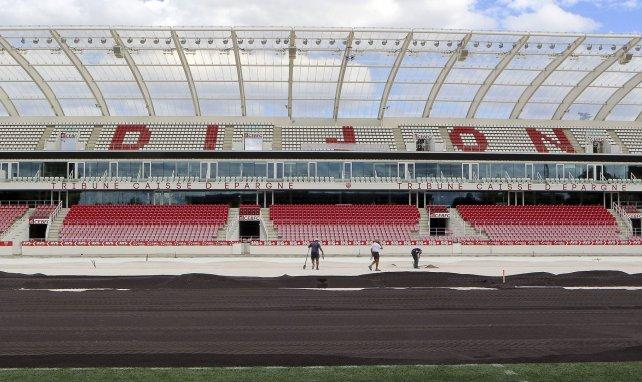 Changement de pelouse au stade Gaston Gerard de Djion